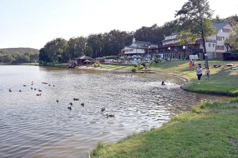 3-vinianske-jazero.jpg